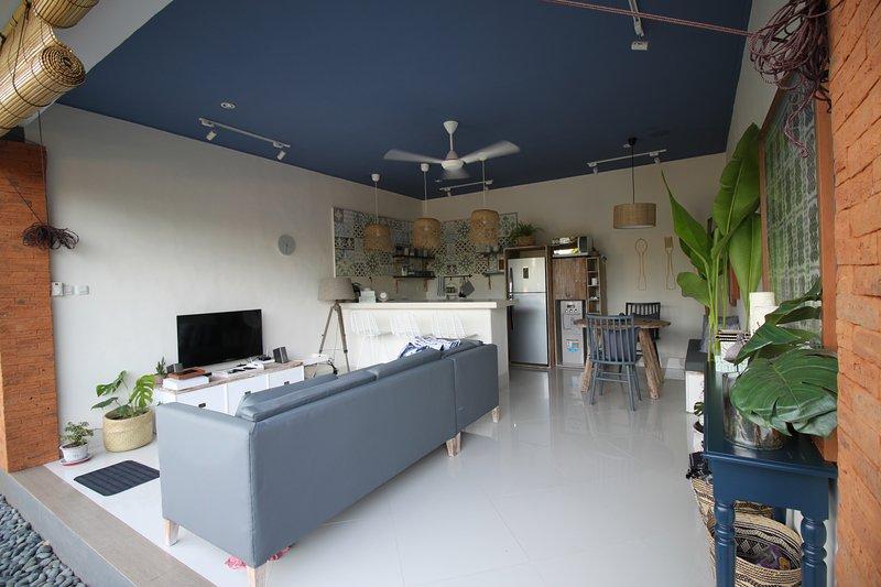 2 bedroom villa, padi field view , near CANGGU and SEMINYAK, casa vacanza a Kerobokan