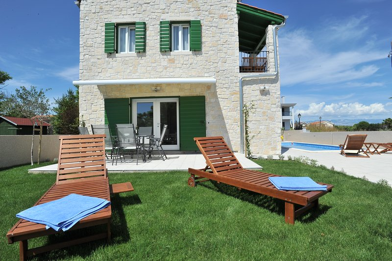 One bedroom ap 3 with private pool, vacation rental in Privlaka