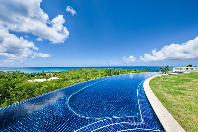 SANDYLINE... The Essence of Luxury! Spectacular villa estate with 2 pools, tenni, vacation rental in Saint-Martin