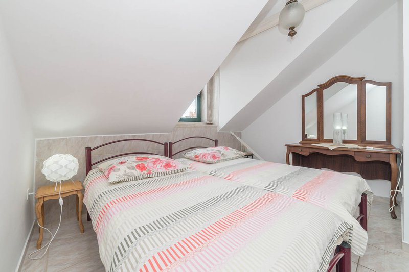 second two single beds room