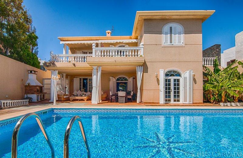 Villa frente al mar en la Playa de la Concha, alquiler vacacional en Playa Honda