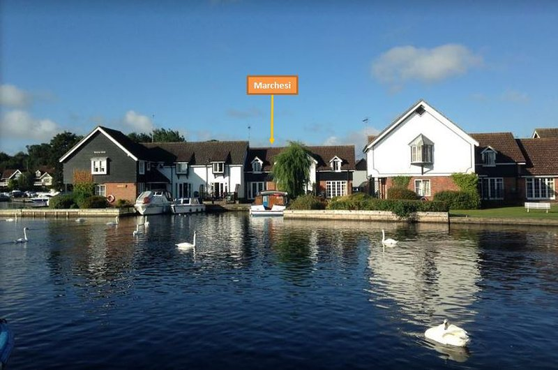 Riverside holiday cottage in Wroxham, location de vacances à Salhouse