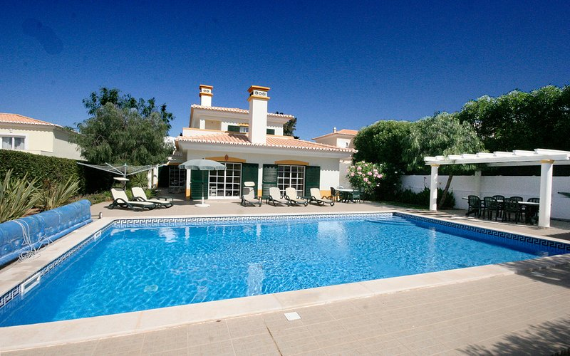 Casa Matelou, luxury 5 bedroom villa, Large private pool, A/C, Wi-Fi, holiday rental in Almadena