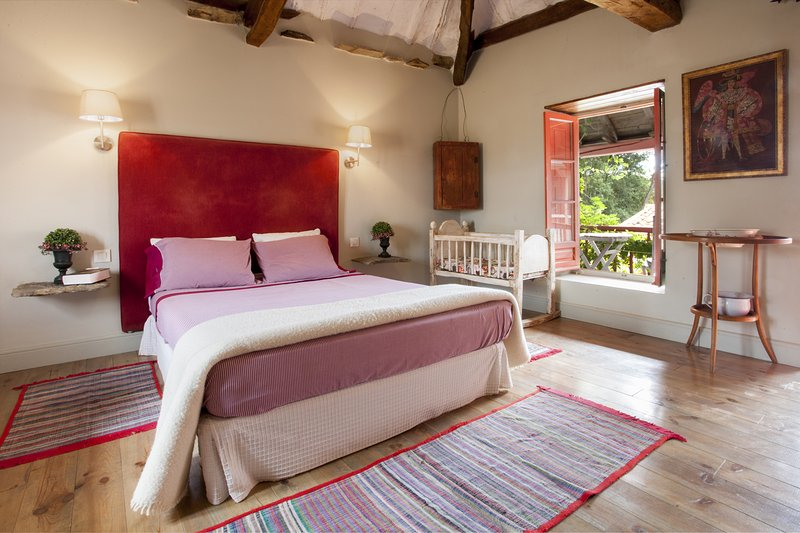 Apartamento rural 'Coral' - La Madrigata, vacation rental in Las Medulas