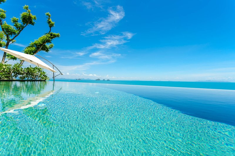 3 bedroom luxury villa with spectacular Gulf of Thailand setting. Amazing infinity pool