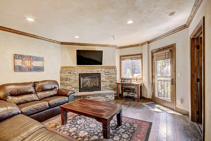 Enjoy Ski in Ski Out in a Gorgeous Fully Remodeled Condo Just 1/2 Block to Main, vacation rental in Breckenridge