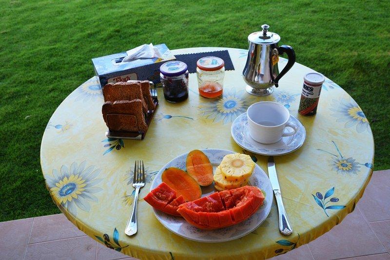 Café da manhã.