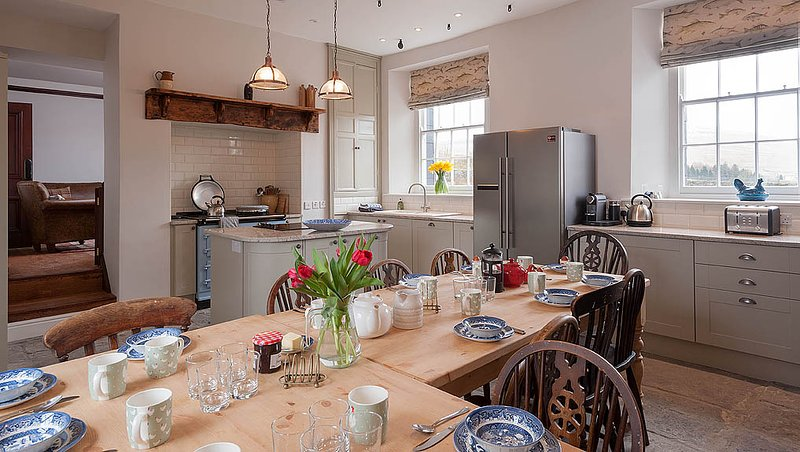 Cnewr Farmhouse completely refurbished in 2016 - ideal for family and friends, casa vacanza a Brecon