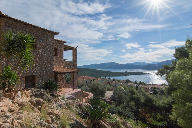 Petrino Villa - Korfos Korinthos, holiday rental in Sofiko