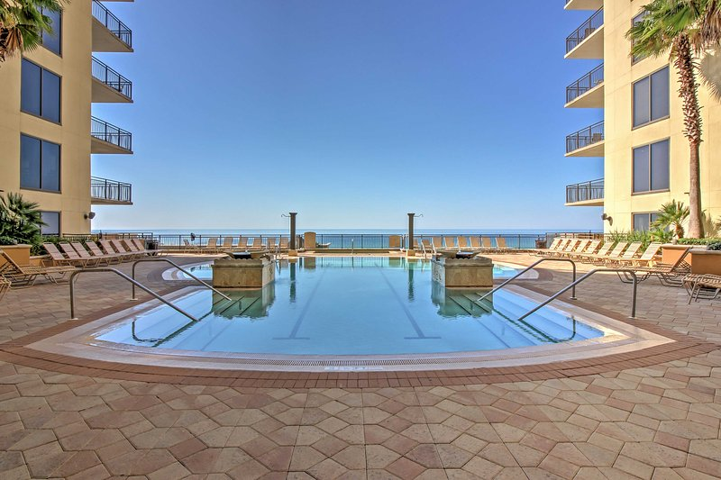 Featuring a beautiful community pool and easy beach access, this condo promises a revitalizing escape!