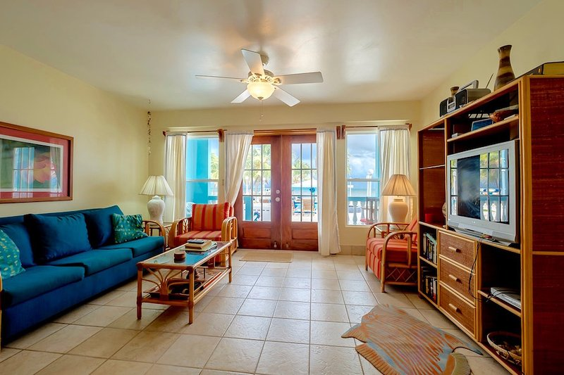 A2 Porch, pool, beachside, kayaks, & bikes!, holiday rental in San Pedro