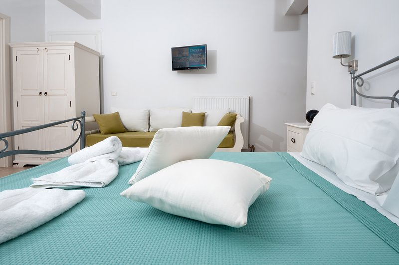 SUPERIOR TRIPLE STUDIO IN NAXOS TOWN, holiday rental in Naxos Town