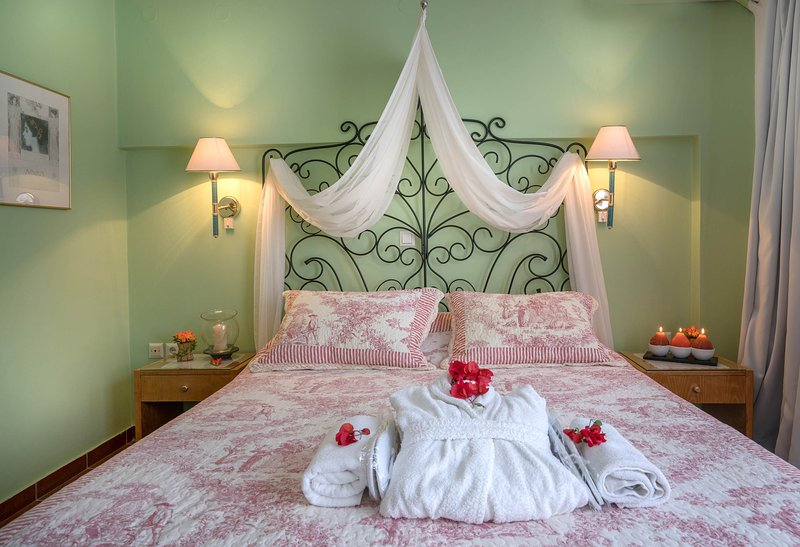 Romantic bedroom - All the comfort of your home