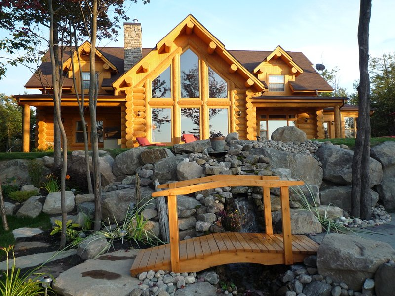 Luxury Log Home in the Laurentians, alquiler de vacaciones en Saint Hippolyte