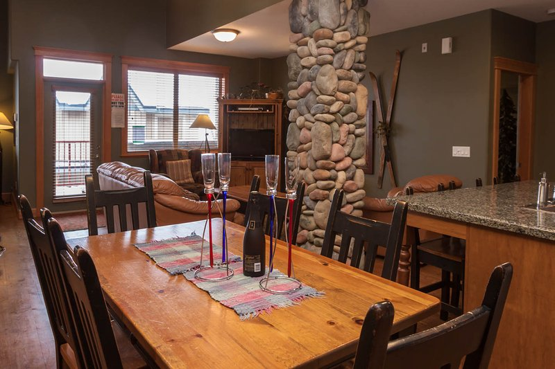 TREETOPS SKI in and out 3 BR luxury Townhouse, holiday rental in Big White