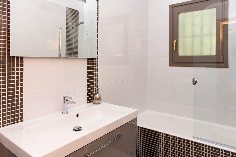 Luxury en suite bathroom with underfloor heating