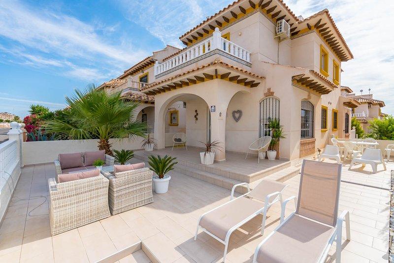 Beautiful Villa in Cabo Roig Torreveija, holiday rental in Cabo Roig