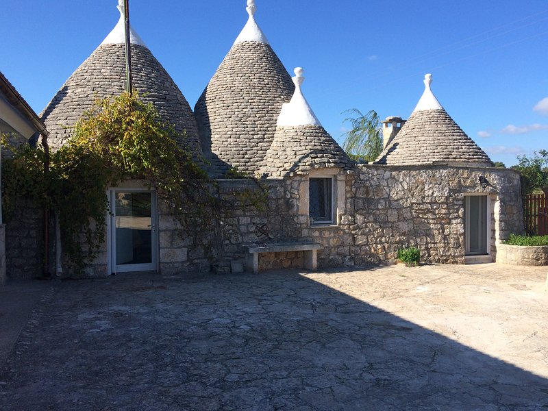 Fantastic 5* Trullo Cicerone with private pool, holiday rental in Cisternino