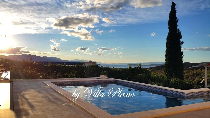 Villa Plano Trogir Croatia with pool, location de vacances à Trogir