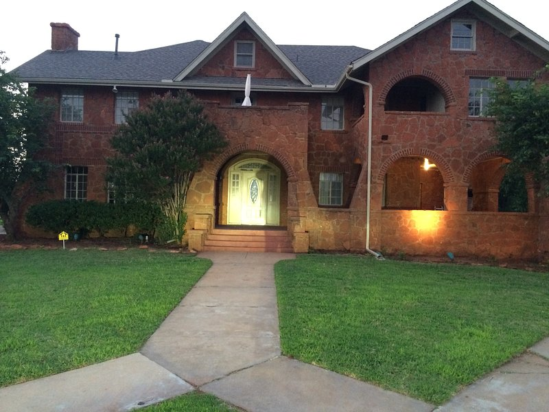 Large Home Near Bricktown, Remington, ASA,  and Cowboy Hall of Fame, vacation rental in Spencer