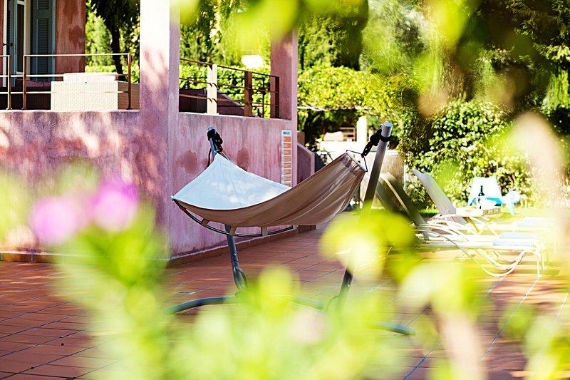 Spacieux Véranda avec chaises longues et hamac