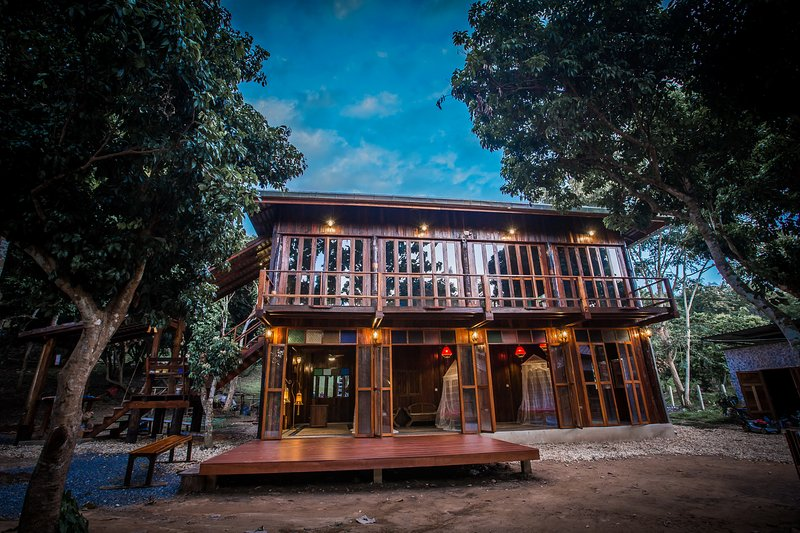 the 'old wood' teak house built new