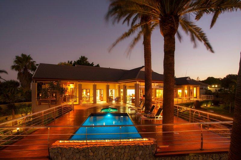 Island Way Villa Rental - Luxury Accommodation, vacation rental in Clarendon Marine