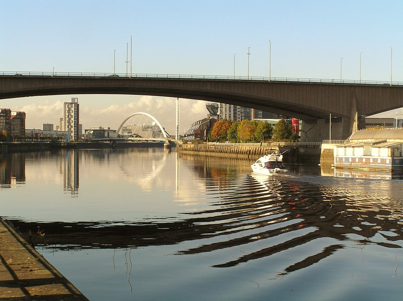 Riverside homely comfortable luxury city apartment close to SECC city centre etc, vakantiewoning in Glasgow