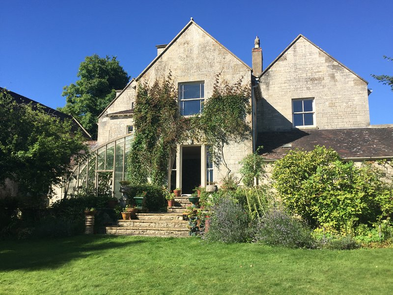 Cotswolds 19th C Former Inn with extensive grounds, holiday rental in Whitminster