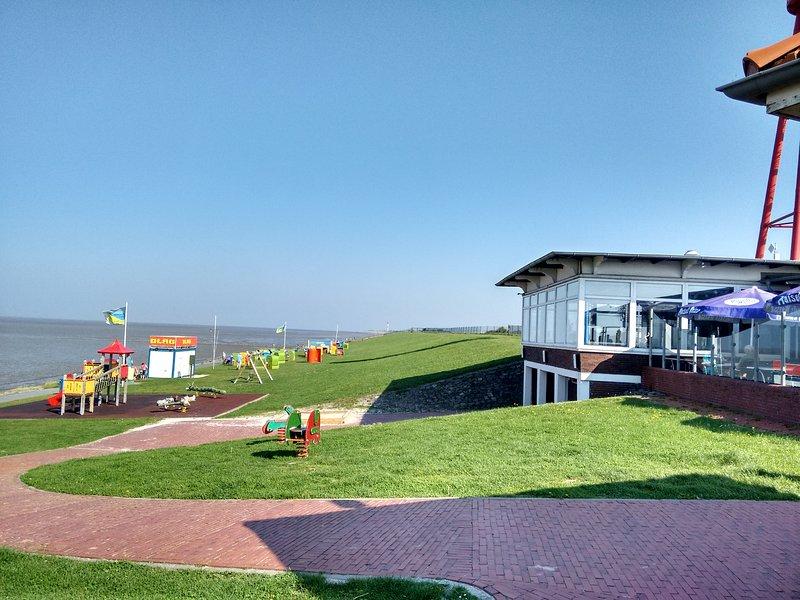 kostenloser Badestrand mit Strandhalle am Preußeneck Eckwarderhörne