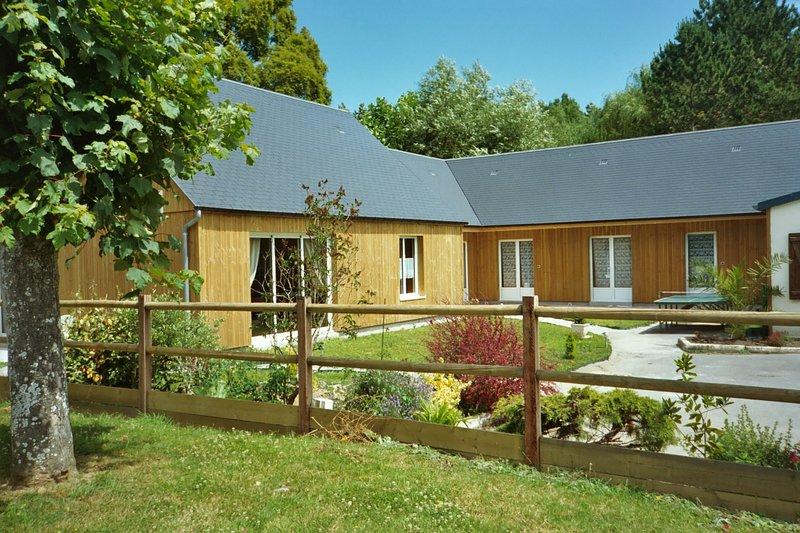 BAIE DU MONT SAINT MICHEL - GRAND GITE INDEPENDANT, location de vacances à Champcey