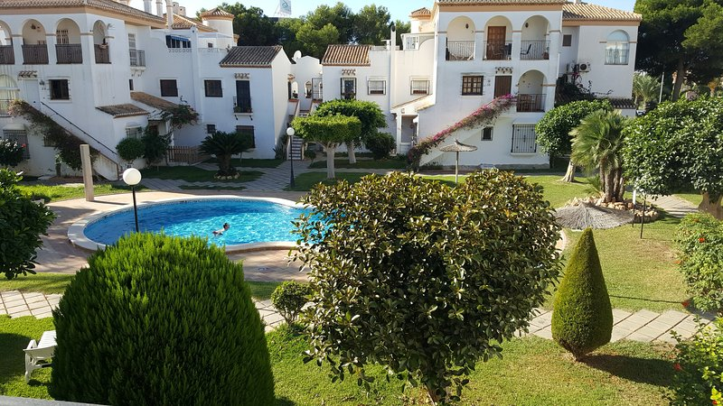 Beautiful two bedroom apartment, close to the beach.
