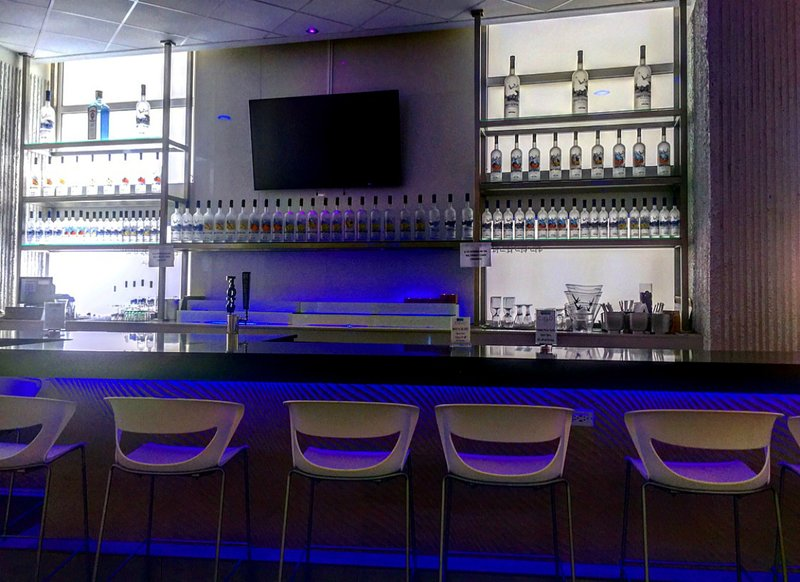 Lobby bar with at times live bands