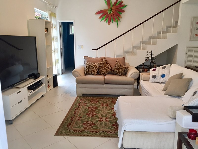 Charmosa Casa em Condomínio de Luxo., casa vacanza a Angra Dos Reis