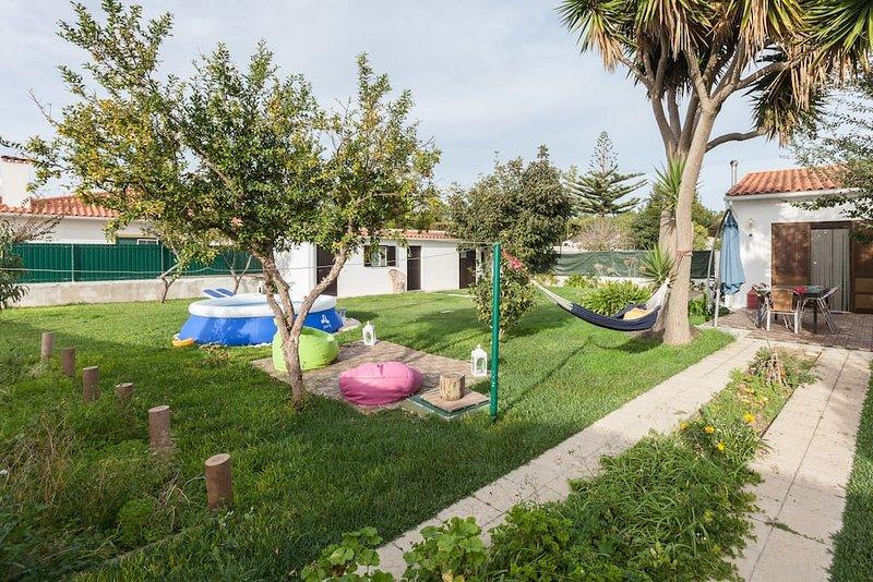 Happy Family Beach House 3km from Lagoon, casa vacanza a Aldeia do Meco