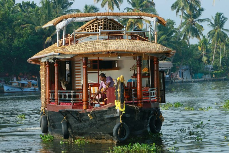 Double Bedroom House Boat 5 PAX, vacation rental in Athirappilly