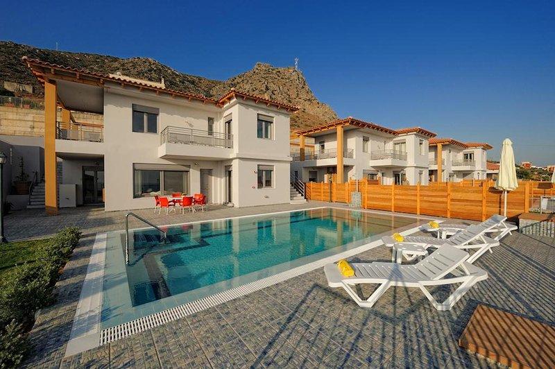 Deny Villa In Koutouloufari, Near Hersonissos, Crete, casa vacanza a Agriana