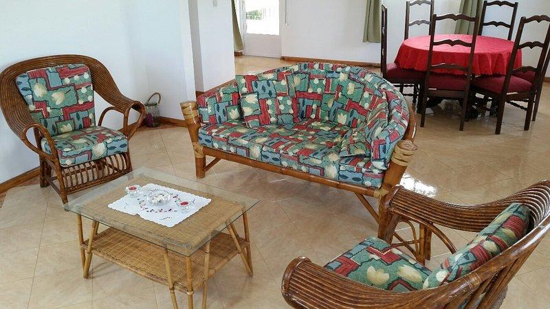 Nice apt with garden & balcony, vacation rental in Grand Baie
