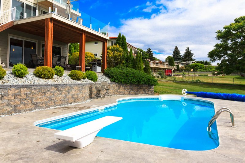 2000 Ft2 Suite with a Private Pool, holiday rental in Kelowna