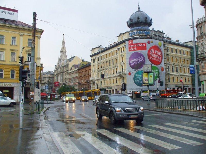 la place Blaha Lujza où se trouve l'appartement