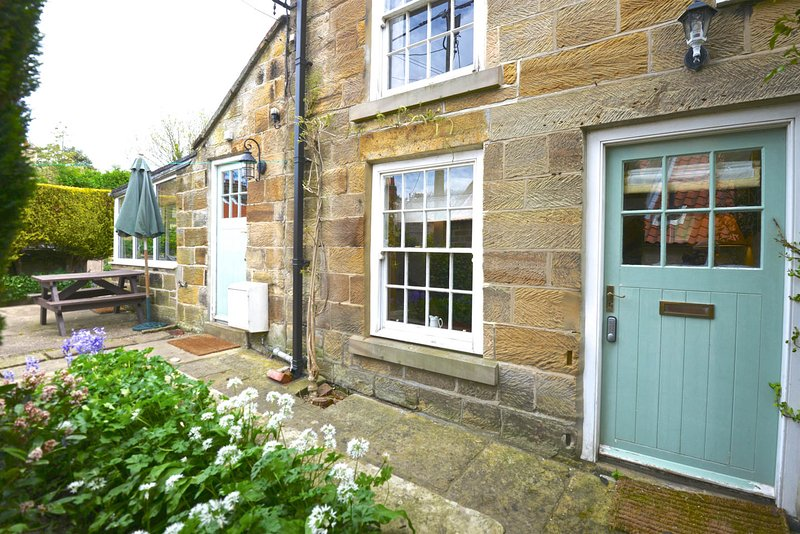 Blackbird Cottage traditional front appearance overlooking quiet country lane