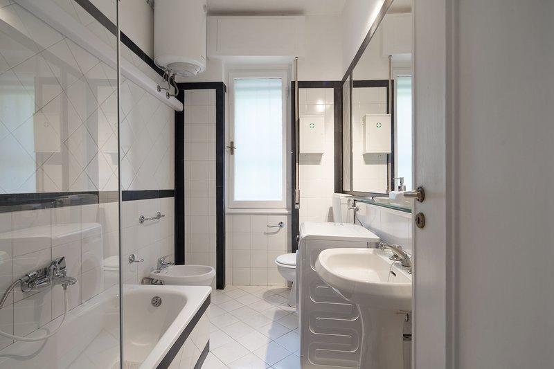 Cuarto de baño con bañera y ducha - Cuarto de baño con bañera y ducha