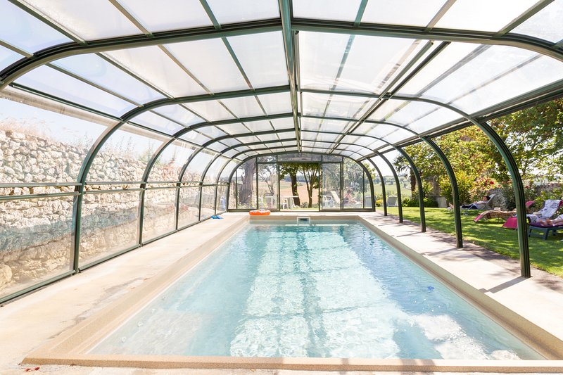 piscina cubierta climatizada de mayo a octubre