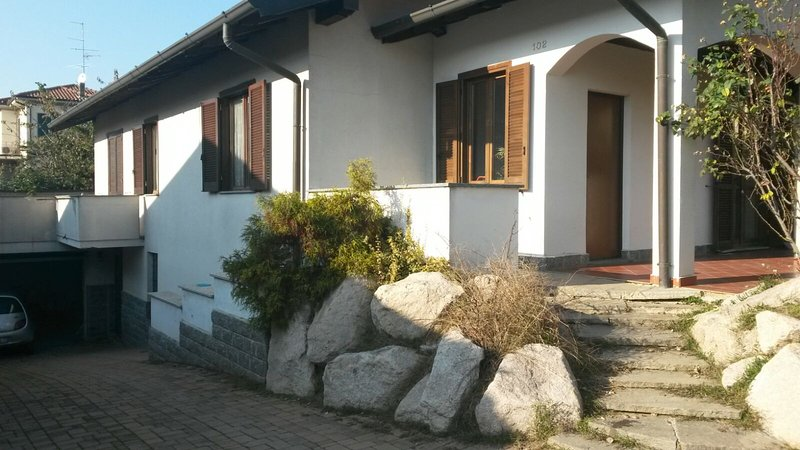 Appartamento in villa a 5 minuti da Malpensa, holiday rental in Samarate