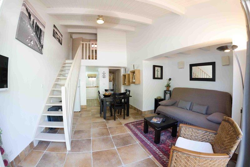 Duplex T3 de 55m2 'Picholine', holiday rental in Saint-Laurent-d'Aigouze