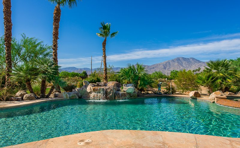 Premier Location! Luxury Estate on 1st Hole of Greg Norman Golf Course, holiday rental in La Quinta
