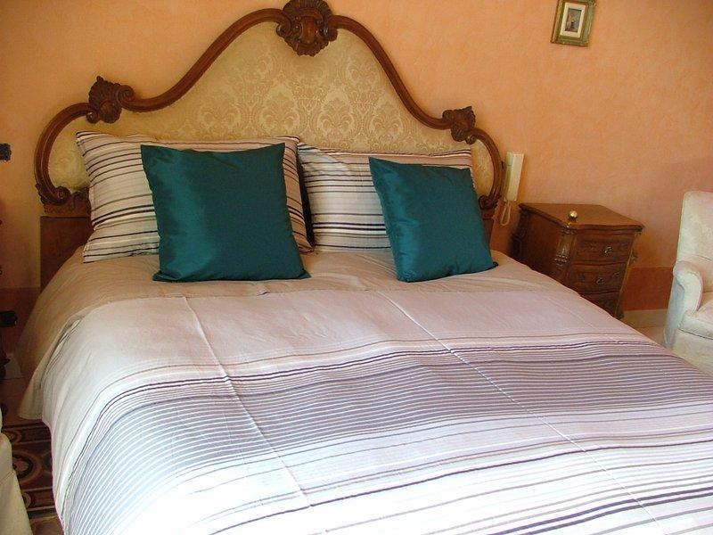 Palazzo Lagioia, lussuoso appartamento in stabile d'epoca in stile liberty, casa vacanza a Casamassima