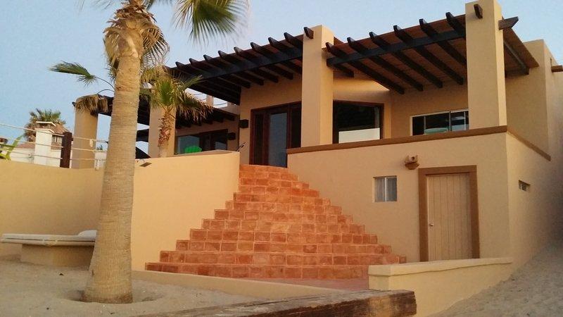 Beautiful Private  Beachfront Home in Las Conchas, location de vacances à Puerto Penasco