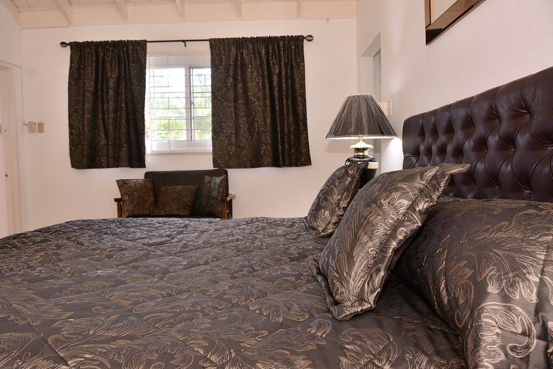 Master Bedroom with Jacuzzi Bathroom Wardrobe Room  Cable TV, Air Con, WIFI, Safe. Luxurious.