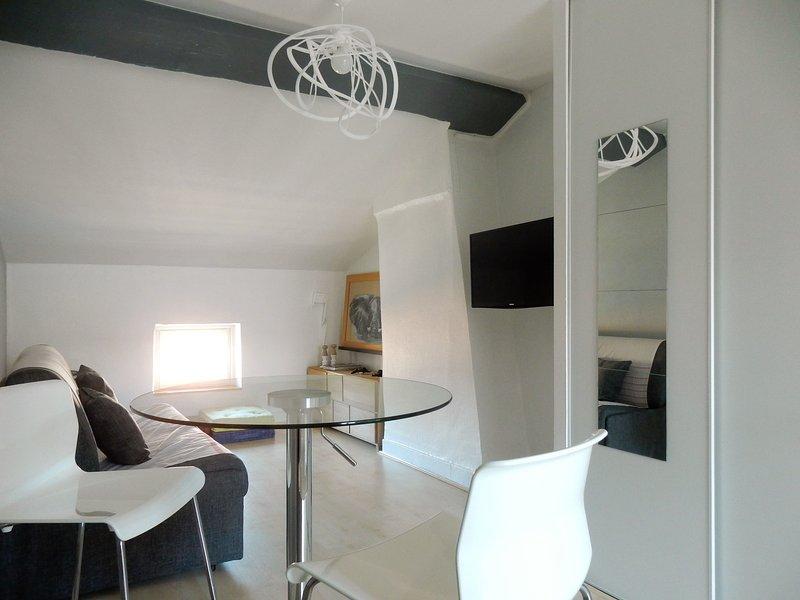 Studio Perle Rare / Bas prix avec All confort proche des Berges du Rhône, holiday rental in Lyon